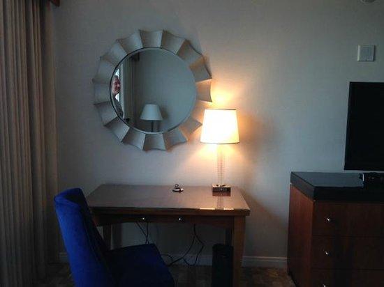 Mohegan Sun: Bedroom desk/mirror