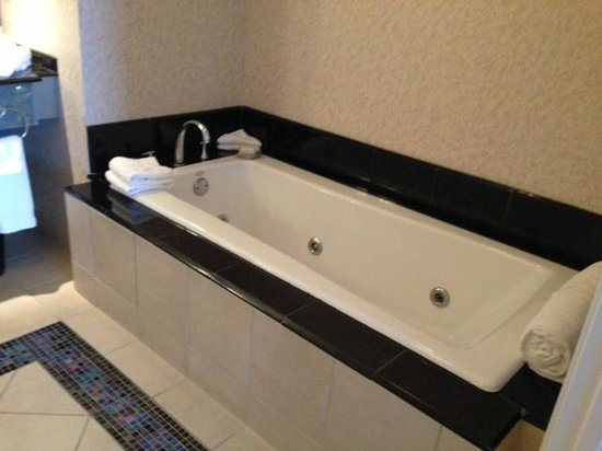 Mohegan Sun: Large Tub