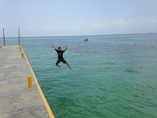 Allegro Cozumel: Pier Jumping watch for boats