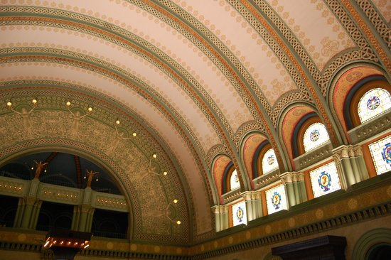 St. Louis Union Station Hotel, Curio Collection by Hilton : Hall upon entry