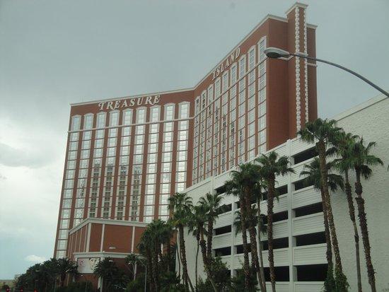 Treasure Island - TI Hotel & Casino: LE BATIMENT ET SON PARKING