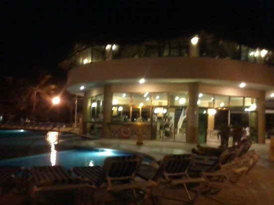 Viva Wyndham Maya: piscina de noche
