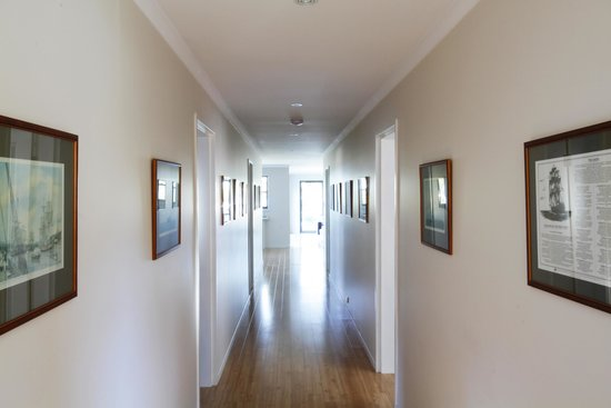 The Edgewater Bed and Breakfast: Hallway