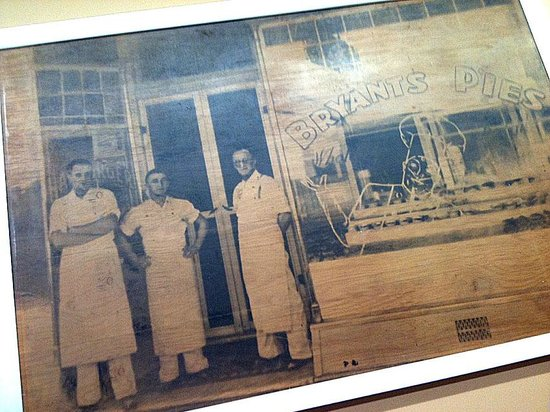 Bryant's Bakery Cafe : Bryant's Pies have been in Goulburn for a Century it would seem!