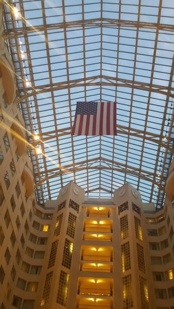 Grand Hyatt Washington: Glass ceiling! Very grand!