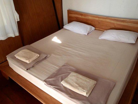 A-Na-Lay Resort Koh Kood: very good beds ,clean and nice looking room , big