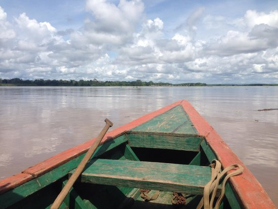 Llaquipallay Lodge and Expeditions : Approaching lodge by river