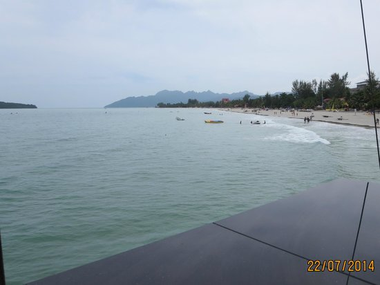 Meritus Pelangi Beach Resort & Spa, Langkawi: Beachside of resort