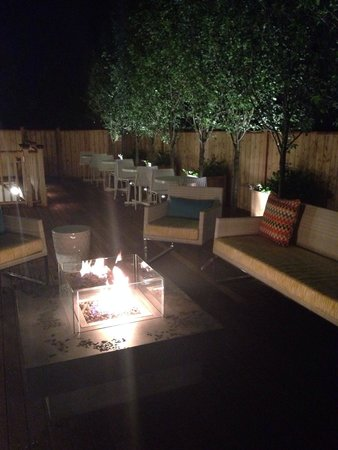 21 Broad Hotel : Firepit at night on back patio.