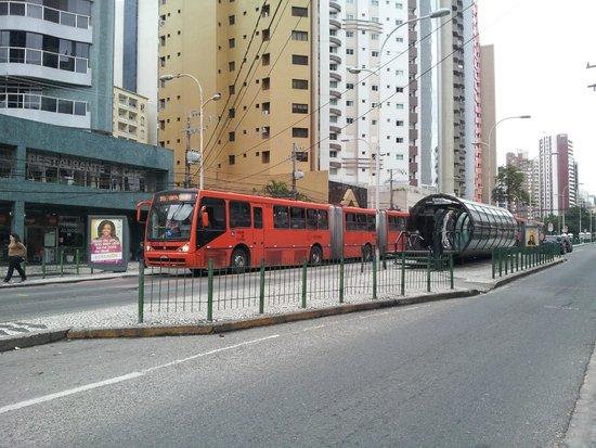 d5c1cd389f Shopping Muller: passarela sobre a Rua Mateus Leme, que liga o ...
