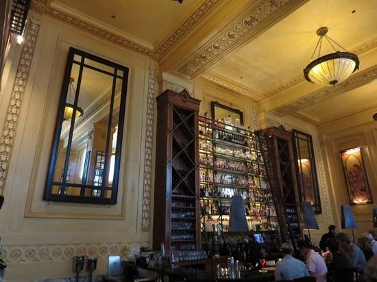 Pierpont's at Union Station: bar area