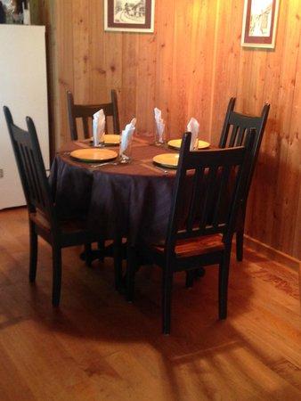 Desolation Resort: dining area chalet 1