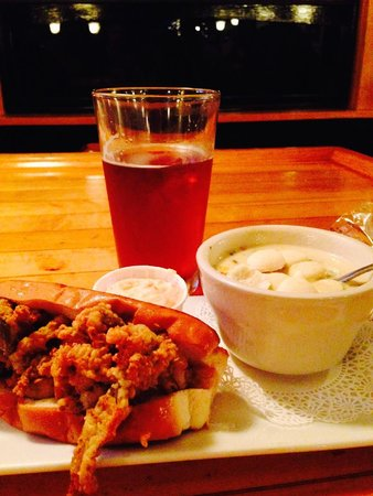 Andy's Old Port Pub: Clam roll and shrimp & corn chowder