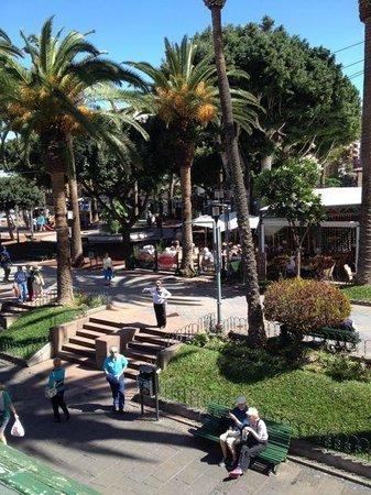 Aparthotel Tropical: Sicht vom Balkon direkt auf den Plaza del Charco