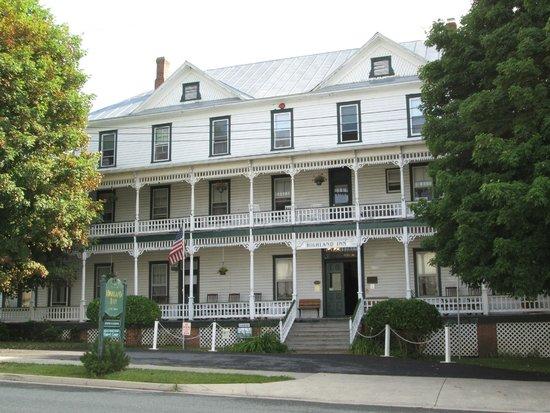 Highland Inn: Front