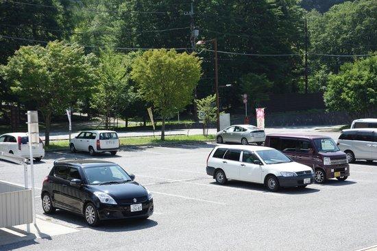 Michi-no-Eki Mitomi: 駐車場