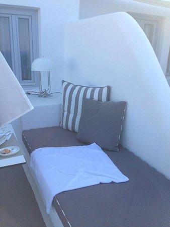 Katikies Hotel : Courtyard off room