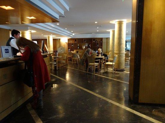 Hotel Solans Riviera: Recepción