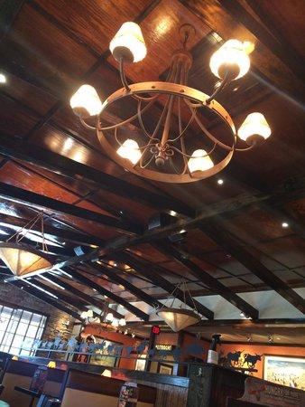 LongHorn Steakhouse : Chandelier