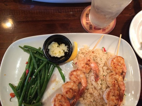 LongHorn Steakhouse : Shrimp with rice and a side of green beans