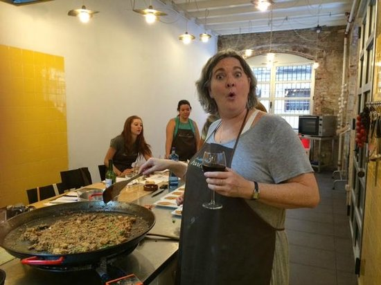 Cook and Taste Barcelona Cooking Classes: i'm making paella….whah???