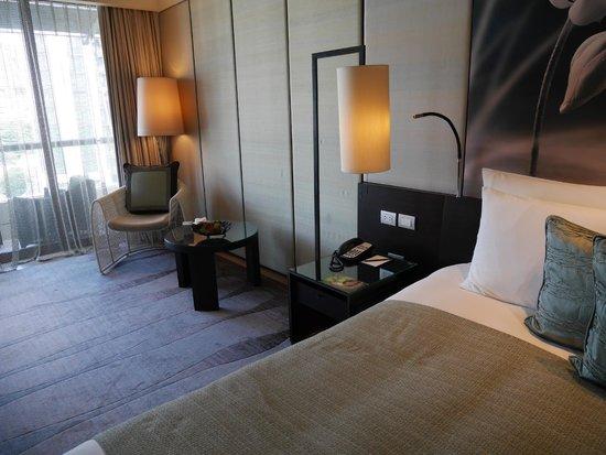 Siam Kempinski Hotel Bangkok: Premier Room view towards balcony