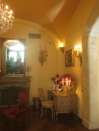 Boutique Hotel Campo de Fiori: The Lobby entrance