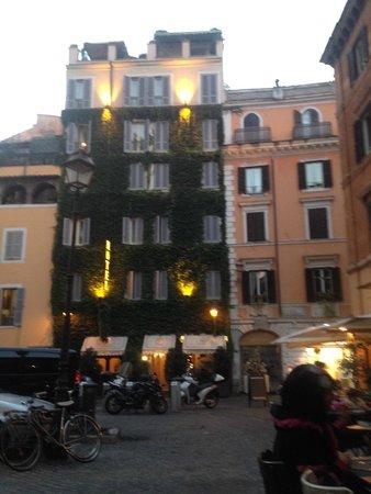 Boutique Hotel Campo de Fiori: View of the Hotel Campo De Fiori from outside in the Piazza