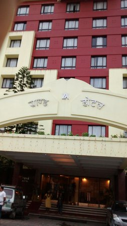 Grand Hotel Kathmandu: Front view of hotel
