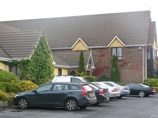 Treacys Oakwood Hotel: parking place