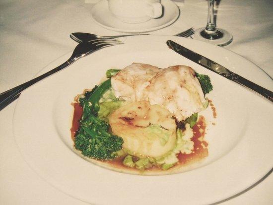 Heritage Auckland: 夕食のハプカ(白身魚)料理
