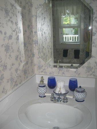 Seven South Street Inn: Our bathroom