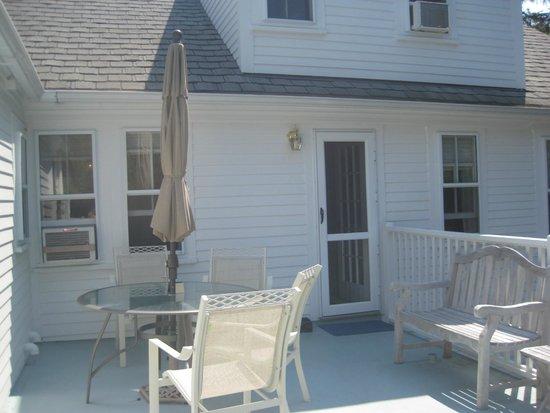 Seven South Street Inn: Second floor porch