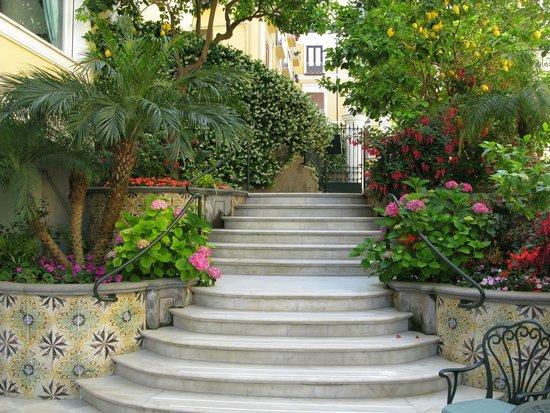 Grand Hotel La Favorita: Hotel gardens