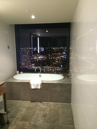 Pan Pacific Melbourne: Bath View