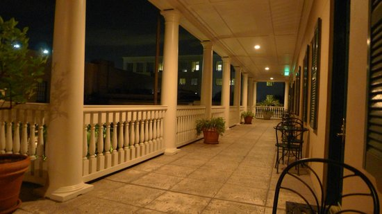 Planters Inn : Second Floor Piazza.