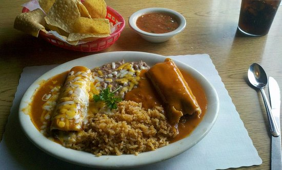 Santa Paula, CA: Enchilada & Tamale Combination