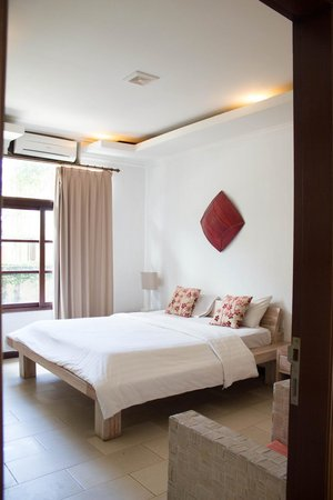 The Studio Bali: our lovely room. direct street view, remember to draw curtains