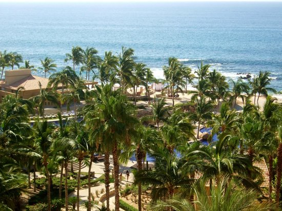 Grand Fiesta Americana Los Cabos All Inclusive Golf & Spa: View from hotel of the pool/beach