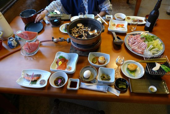 Utsukushigaharakogen Hotel Yamamotogoya: 夕食です。この他に天ぷらが出ました。
