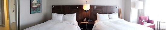 Renaissance Washington, DC Downtown Hotel: Good size double bed room