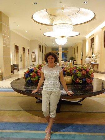 DoubleTree by Hilton Resort & Spa Marjan Island: В холле отеля