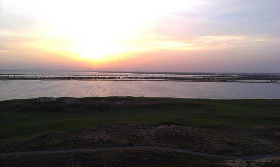 Park Inn by Radisson Abu Dhabi Yas Island: Sunset from Balcony