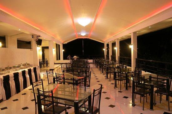 Hotel Sunrich: Dining Area