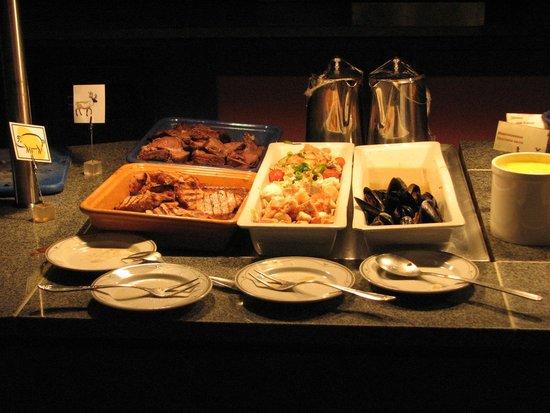 Hotel Ullensvang: Various caviar at buffet dinner