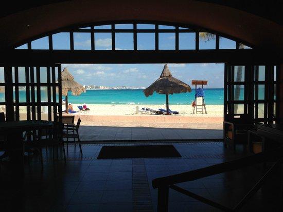 Club Med Cancun Yucatan: Бар. Здесь проходят уроки танцев и кулинарии