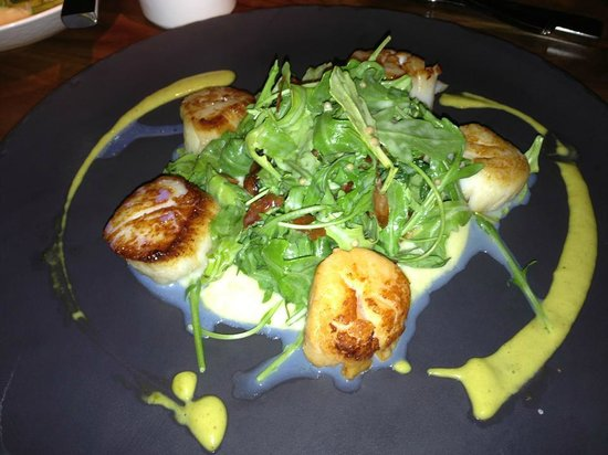 Four Seasons Hotel Vancouver: Pan seared scallops over corn polenta @YEW