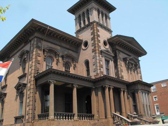 Victoria Mansion: Exterior
