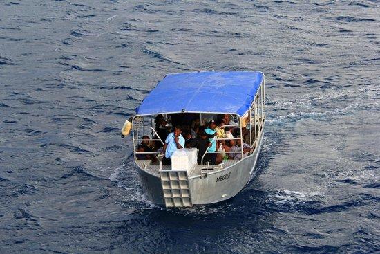 Sheraton Resort & Spa, Tokoriki Island: Boat you transfer to the beach in