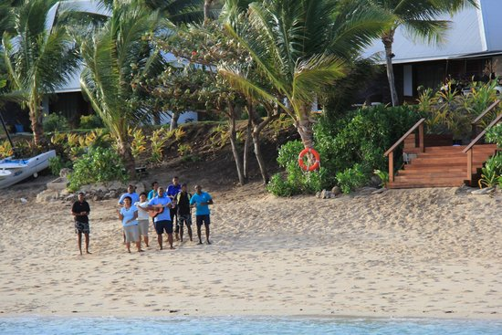 Sheraton Resort & Spa, Tokoriki Island: singing staff on beach on arrival